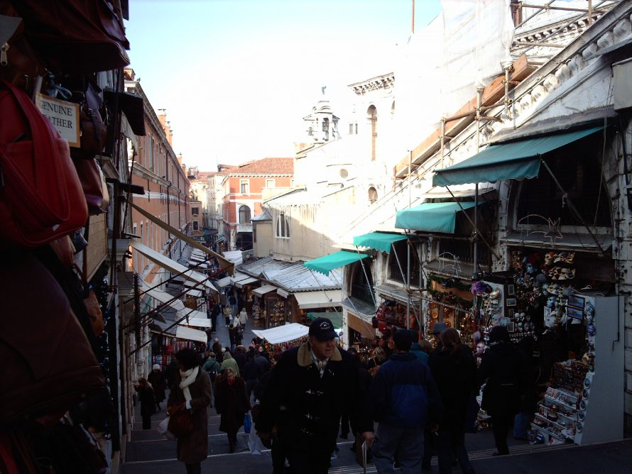 Market at Rialto bridge